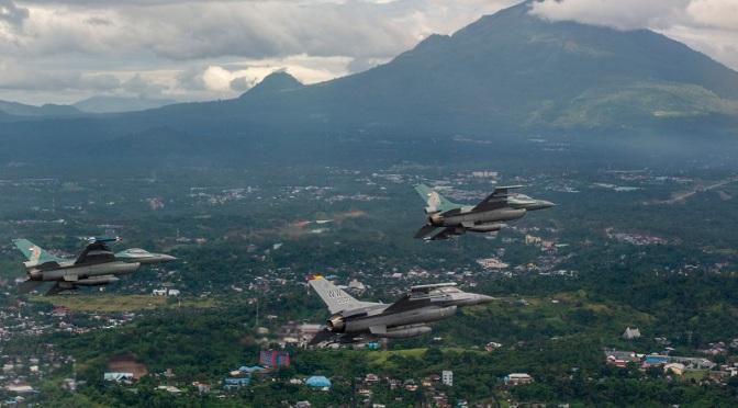 """Pilot Tempur F-16 TNI AU dan USAF """"Duel"""" di Udara"""