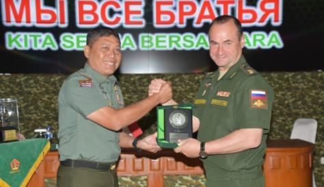 Delegasi Combined Arms Academy Angkatan Bersenjata Rusia Kunjungi Makodiklat TNI AD