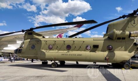 Helikopter Chinook buatan Boeing, Amerika Serikat, dipamerkan dalam ajang Paris Air Show 2019 1