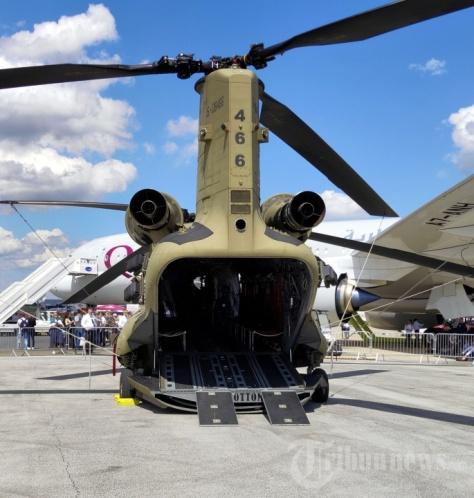 Helikopter Chinook buatan Boeing, Amerika Serikat, dipamerkan dalam ajang Paris Air Show 2019