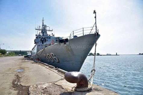 KRI Silas Papare - 386 di bawah Satuan Kapal Eskorta Komando Armada 1, berlabuh di Pelabuhan Asean Krueng Geukueh. (Kanal Inspirasi) 1