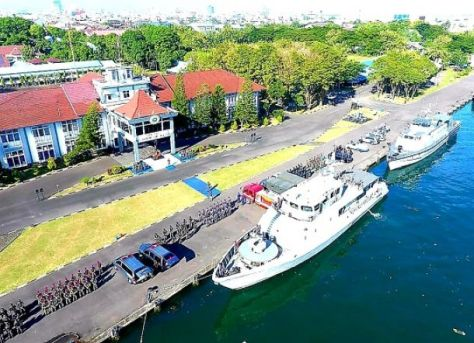 Lantamal VI Makassar mengikutkan lima apal perang pada upacara apel gelar pasukan siaga satgas pengamanan internal TNI AL di Dermaga Layang Mako Lantamal VI