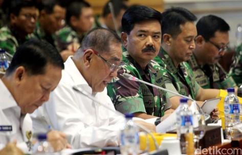 Menteri Pertahanan Ryamizard Ryacudu dan Panglima TNI Marsekal TNI Hadi Tjahjanto