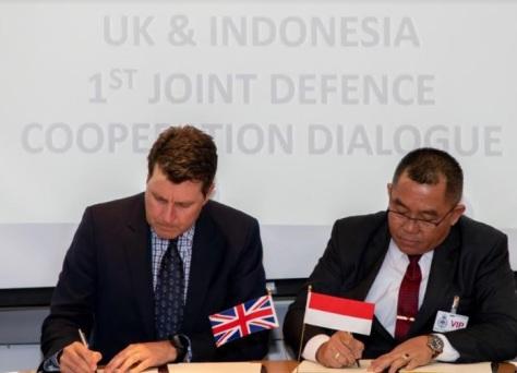 Penandatanganan kesepakatan kerja sama Indonesia-Inggris bidang pertahanan. (Dok. KBRI London)
