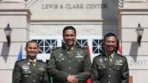 Tiga Perwira TNI AD Lulus Pendidikan Komando AS