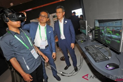 CEO PT Innosimulation Technology Indonesia (ITI) Deni Darojat Muslim (kedua kiri)