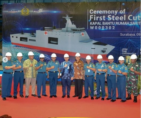 First Steel Cutting Kapal Bantu Rumah Sakit Pesanan TNI AL di Bengkel Fabrikasi Lambung Divisi Kapal Niaga. (PT PAL)