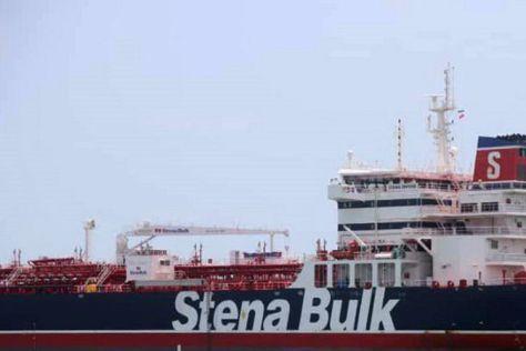 Gambar yang dirilis oleh Tasnim News pada 20 Juli 2019 menunjukkan kapal tanker berbendera Inggris Stena Impero yang ditahan di Bandar Abbas, Iran. (AFP)