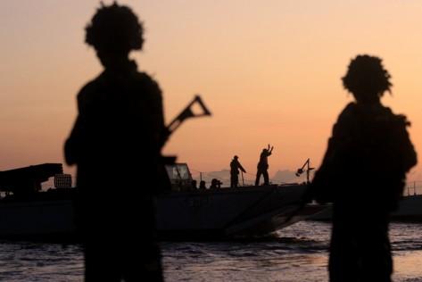 Pasukan TNI AL Korps Marinir melakukan pendaratan di Pantai Banongan, Situbondo, Jawa Timur, Sabtu (13072019) 1