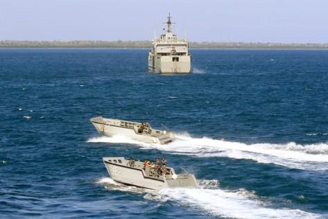 Pasukan TNI-AL melakukan pengecekan fungsi skoci pada latihan Angkatan Laut Armada Jaya di perairan kepulauan Kangean, Jawa Timur, Jumat (12072019)