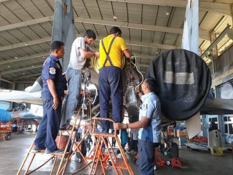 Pesawat tempur Su-30MK2 dengan tail number TS 3004 milik TNI AU menjalani pemeliharaan (bmpd.livejournal.com) 1