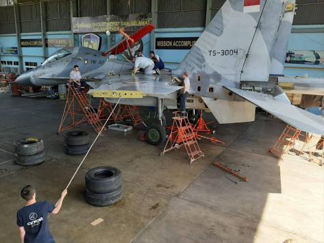 Pesawat tempur Su-30MK2 dengan tail number TS 3004 milik TNI AU menjalani pemeliharaan (bmpd.livejournal.com)