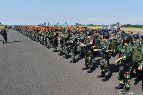 Prajurit TNI AU mengikuti Apel Kesiapan Latihan Manuver Lapangan Angkasa Yudha Tahun 2019 di Lanud Iswahjudi, Magetan, Jawa Timur, Senin (15072019) 1