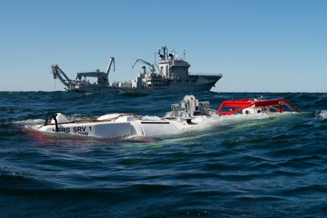 SNRS and HMS BELOS during DYNAMIC MONARCH submarine rescue exerc