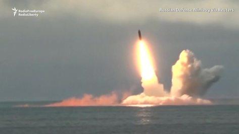 Kapal Selam Rusia Uji Coba Rudal Balistik