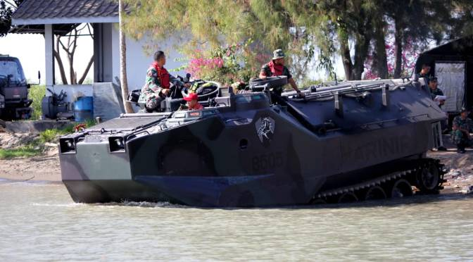 Jelang Latgab TNI 2019, Yonranratfib 2 Mar Uji Arung Kendaraan Tempurnya
