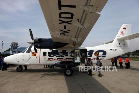 N219 terparkir di di Bandara Halim Perdana Kusuma saat acara Pemberian Nama Pesawat N219 oleh Presiden RI, Jakarta, Jumat (1011). (Republika) 2