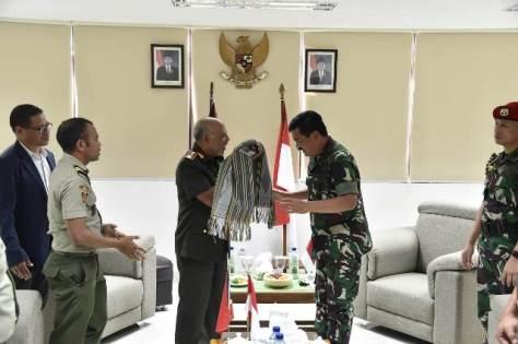 Panglima Angkatan Bersenjata (Pangab) Timor Leste Mayjen Lere Anan Timur di Pos Lintas Batas Motaain