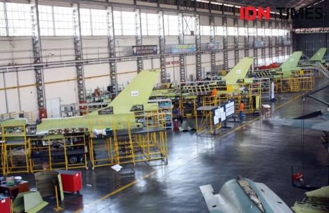Peremajaan F-16 ini tergolong sebagai pekerjaan berat dan pertama di satuan setingkat skadron teknik. (IDN Times)