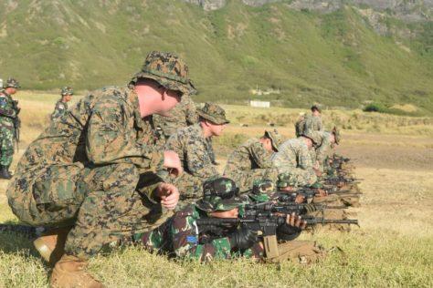 Prajurit Korps Marinir Asah Naluri Tempur di Tactical Fire Range Hawaii