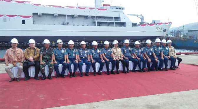 Angkatan Laut Laksanakan Shipnaming dan Launching Kapal Angkut Tank