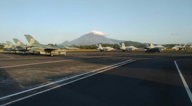 Tarung Satu Lawan Satu F-16 dan F-18 di Langit Sulawesi Utara