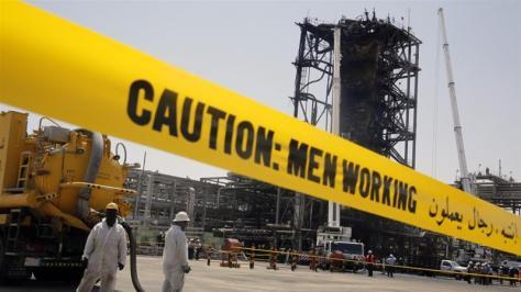 Fasilitas minyak Saudi Aramco setelah serangan drone (Al Jazeera)