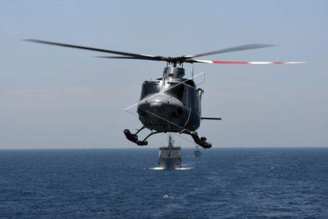 Helikopter Bell 412 TNI AL mengudara saat perpindahan helikopter pada Latihan Gabungan TNI