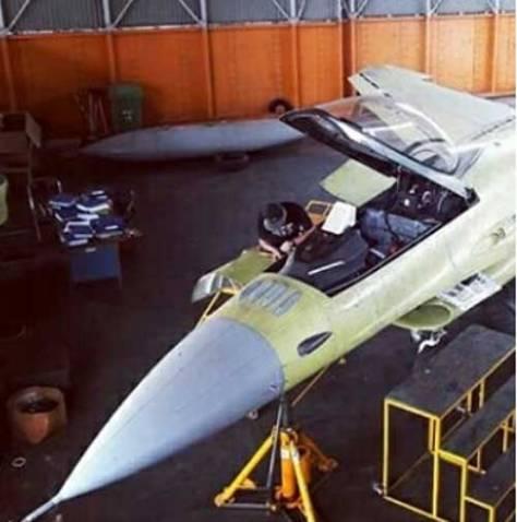 IFF 'Bird Slicer' telah diinstal di pesawat tempur F-16A Block15 OCU (@military_buzz) 1