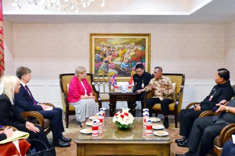 Menteri Pertahanan RI Menerima Courtesy Call UK Minister of State of The Ministry of Defence