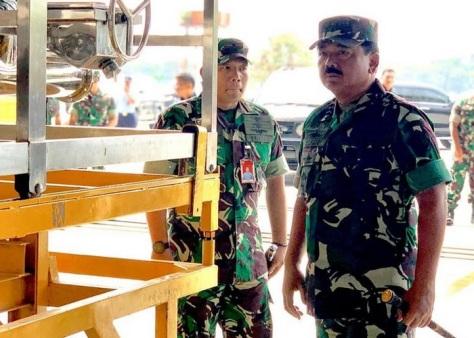 Panglima TNI Meninjau Penyiapan CN 295 yang Akan Digunakan Untuk Pemadaman Karhutla (Merdeka) 1