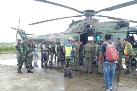 Pihak Markas Besar TNI AU mengerahkan pesawat CN 235 ke Timika untuk membantu mencari pesawat Twin Otter PK-CDC