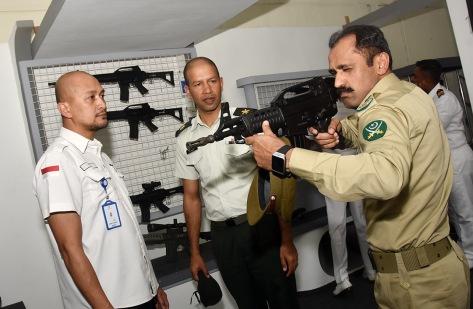 Staff Ahli Direksi Hery Mochtady PT Pindad (Persero) menerima kunjungan Delegasi DSCSC Sri Lanka