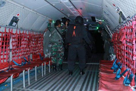 Tim Kelompok Depan Operasi Linud (KDOL) Satgas Linud melaksanakan terjun malam taktis militer 1