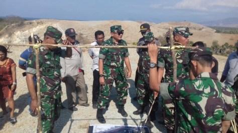 Tim Mabes TNI AD mendatangi lokasi yang direncanakan untuk dibangun Batalion di Desa Tonggurambang