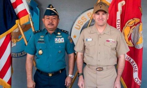 ASISTEN Operasi (Asops) Kepala Staf AL, Laksamana Muda TNI Didik Setiyono berfoto bersama Komandan Armada ke-7 AS AL, Laksamana Madya Bill Merz