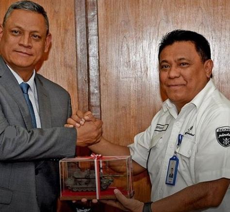 Direktur Anti Narkotika Kepolisan Kolombia Kunjungi Pindad
