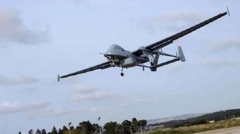 Drone Heron 1 Singapura dengan pod perangkat elektronik khusus (Janes) 1