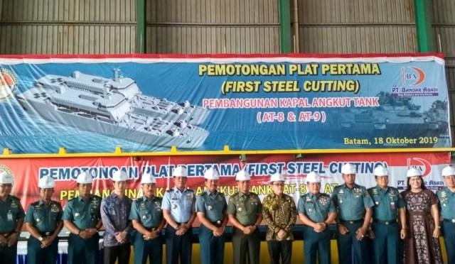 First Steel Cutting Pembangunan Kapal Angkut Tank, AT-8 dan AT-9