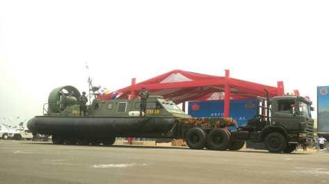 Hover Craft dalam gladi bersih HUT ke-74 TNI di Lapangan Udara (Lanud) Halim Perdanakusuma, Jakarta, Kamis (03102019)