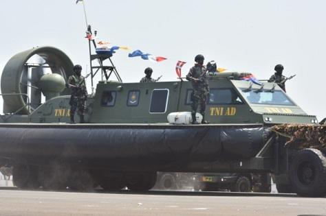 Hovercraft TNI AD di HUT TNI ke-74 2