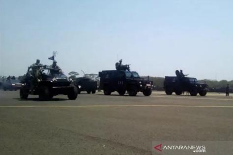 ILSV JTV 4.500cc memeriahkan parade dan defile Peringatan HUT ke-74 TNI, di Lanud Halim Perdanakusuma, Jakarta Timur, Sabtu (05102019)
