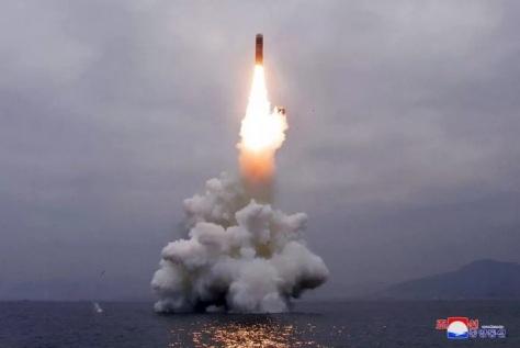 Korea Utara (Korut) mengklaim berhasil menguji coba rudal balistik berbasis kapal selam atau submarine-launched ballistic missiles (SLBM) Pukguksong-3. (KCNA) 1