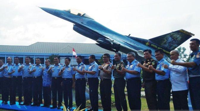 Pesawat Tempur F-16 Yang Terbakar Dijadikan Monumen di Lanud Roesmin Nurjadin