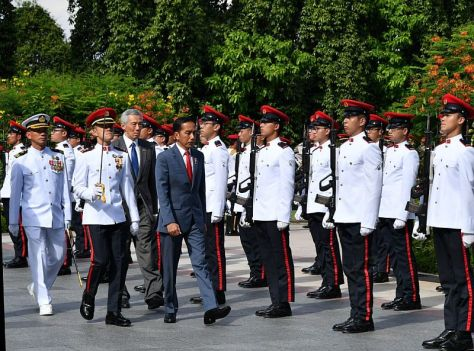Presiden Joko Widodo disambut di Singapura oleh PM Lee Hsien Loong. (Biro Pers Setpres)