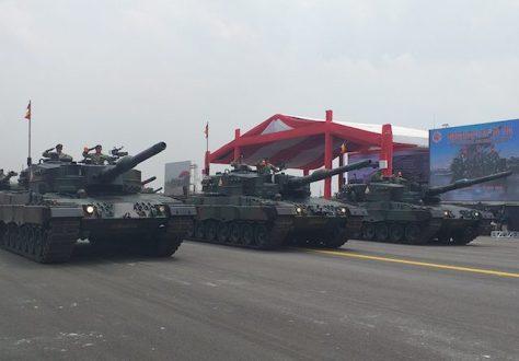 Tank Leopard turut ditampilkan dalam geladi bersih HUT ke-74 TNI yang digelar di Lapangan Udara (Lanud) Halim Perdanakusuma, Jakarta, Kamis (03102019)