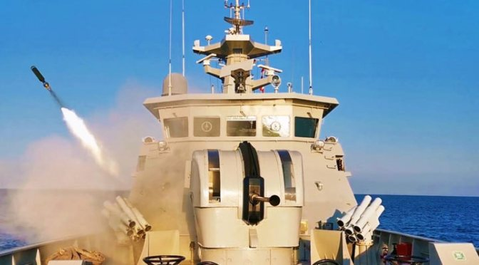 Penembakan Meriam Six Barrel dan Chaff dari Kapal Cepat Rudal TNI AL