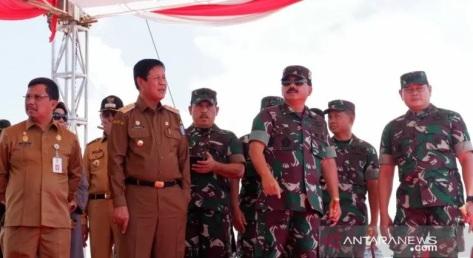 Marsekal Hadi Tjahjanto didampingi Plt Gubernur Kepulauan Riau, Isdianto meresmikan sekaligus meninjau kesiapan lahan pembangunan Makogabhilwan di Pulau Dompak