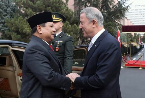 Menhan RI H. Prabowo Subianto melakukan pembicaraan bilateral (CC) dengan Menhan Turki Hulusi Akar