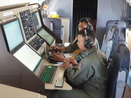 Pesawat CN-235 220 MPA Uji IFF KRI MLH-362